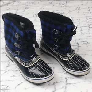Skechers | blue plaid rain or snow duck boots